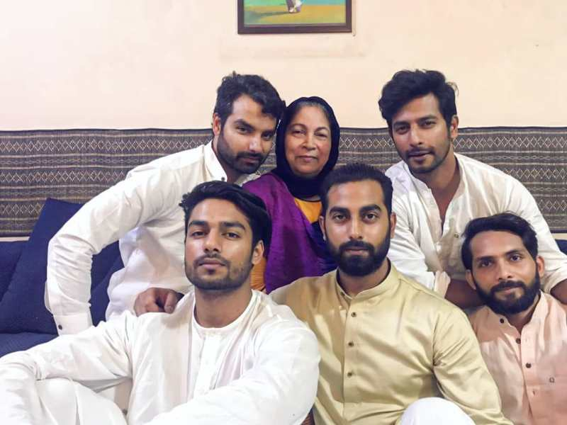 Sehban Azim With His Brother's & Mother