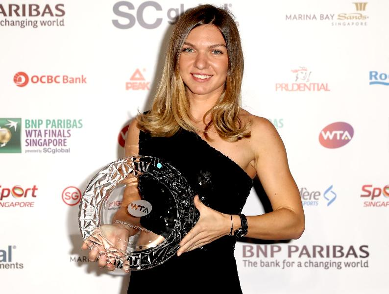Simona Halep With Her 2018 WTA Player Of The Year Award