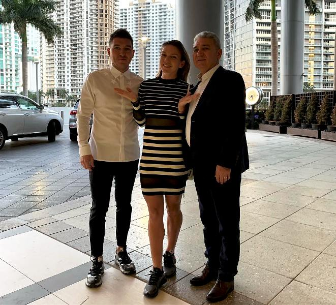 Simona Halep With Her Father Stere Halep & Her Elder Brother Nicolae Halep