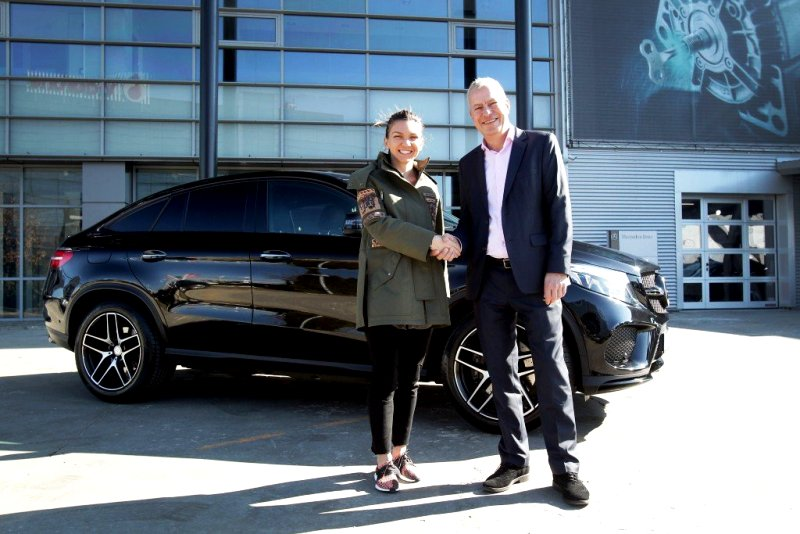Simona Halep With Her Mercedes 450 GLE
