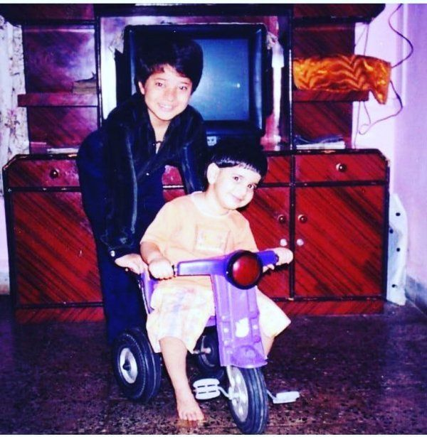 Simran Pareenja And Her Brother As A Child