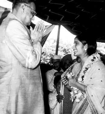 Sushma Swaraj With Devi Lal After Taking Oath As The Youngest Cabinet Minister