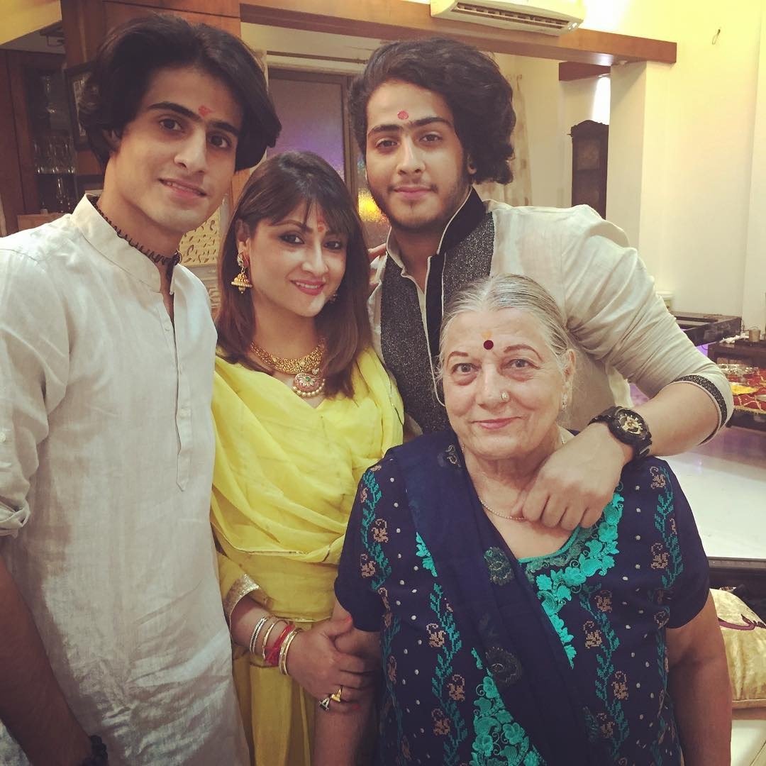 Urvashi Dholakia with her sons and mother