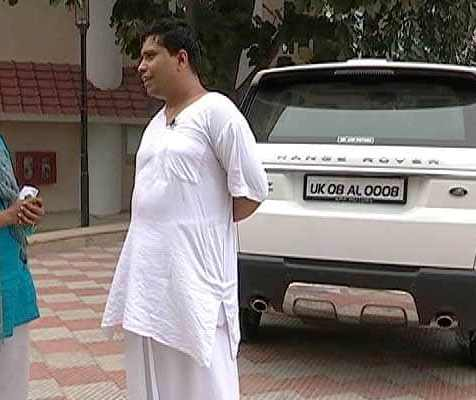Acharya Balkrishna with his Range Rover (Behind)