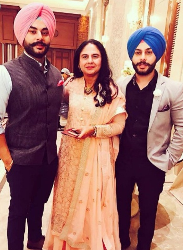 Alam Makkar With His Mother And Brother