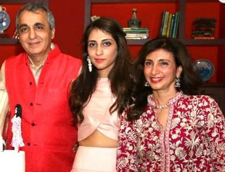 Anissa Malhotra With Her Parents
