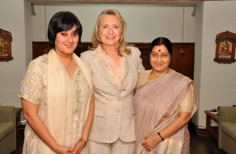 Bansuri Swaraj and her Mother with Hillary Clinton