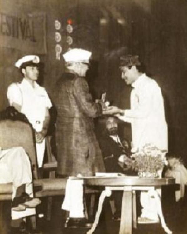 Bhupen Hazarika Receiving National Award