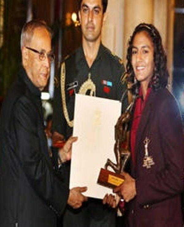 Geeta Phogat receiving her Arjuna Award