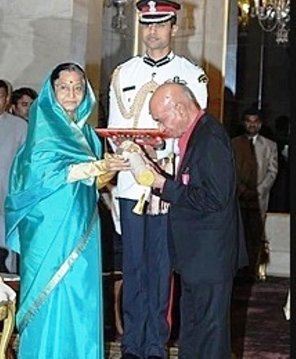 Khayyam Receiving Padma Bhushan