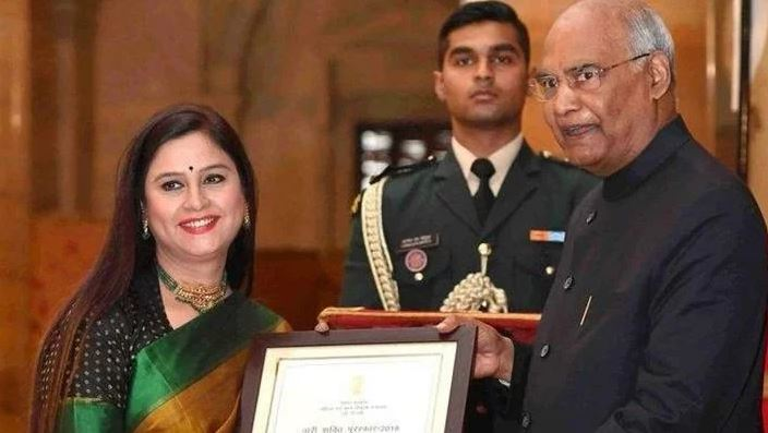 Neelum Sharma, receiving Nari Shakti Award from President, Ramnath Kovind