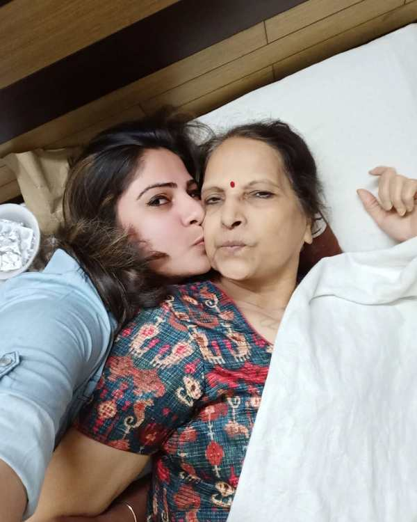 Sakshi Joshi with her mother