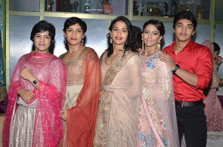 Sangeeta Phogat with her siblings