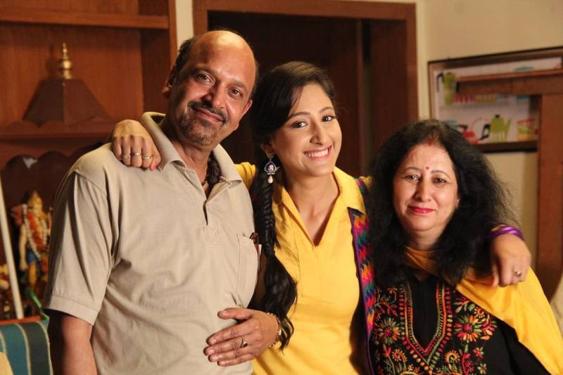 Shivya Pathania with her Parents