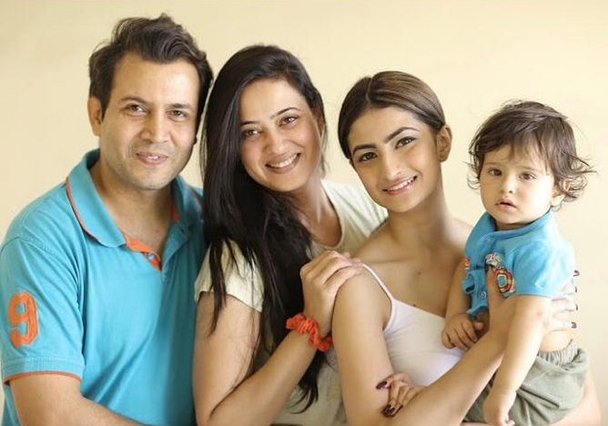 Shweta Tiwari with her husband and kids