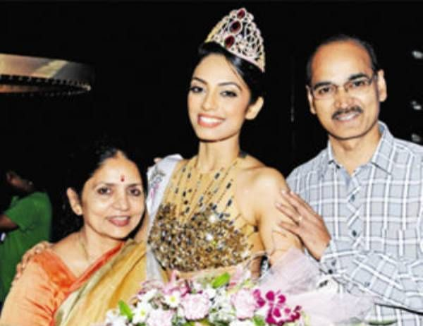 Sobhita Dhulipala with her parents