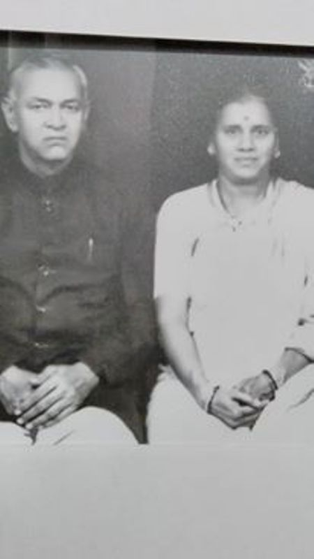 Vijay Karnik's Parents