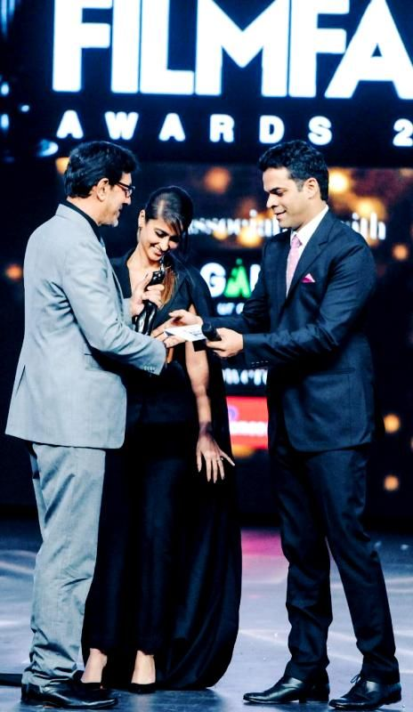 Vikramaditya Motwane accepting the Filmfare Award for Best Film