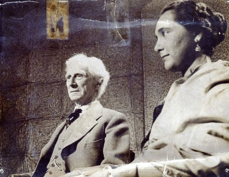 A young Romila Thapar in conversation with Bertrand Russell (1955, London)