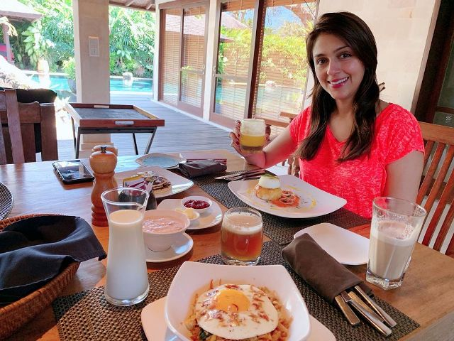 Aarti Chabria having food