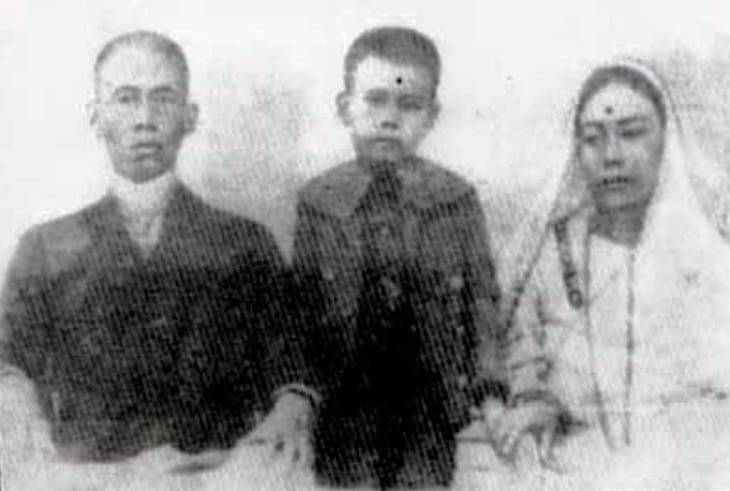 Childhood Picture of S. D. Burman With His Parents