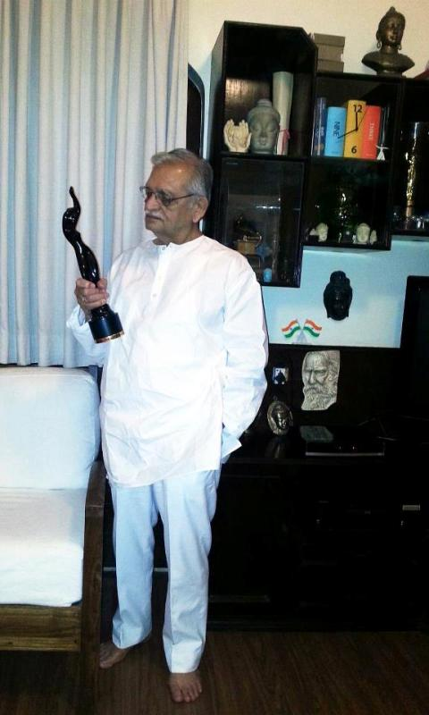 Gulzar with his Filmfare Award