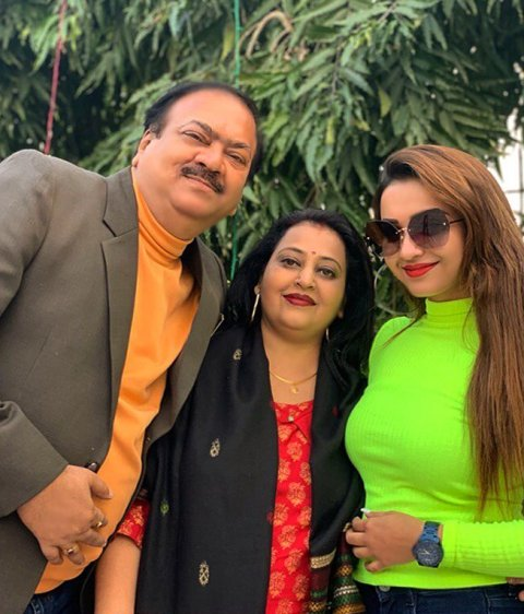 Koushani Mukherjee with her parents