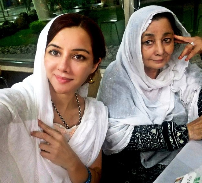 Rabi Pirzada with Her Mother