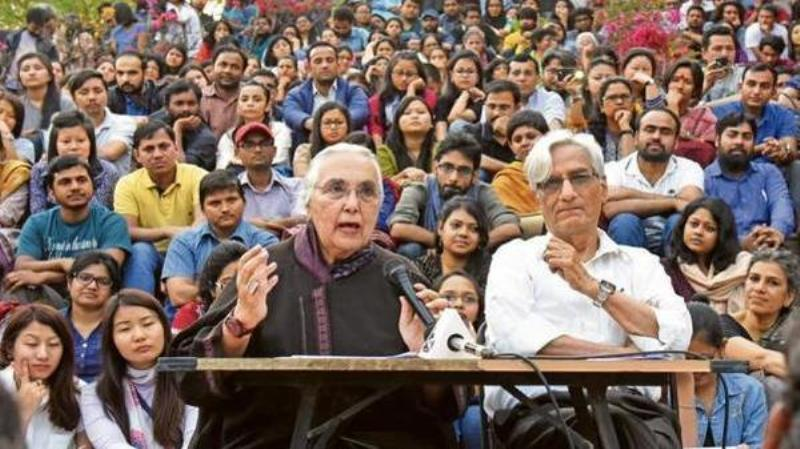 Romila Thapar adressing at JNU