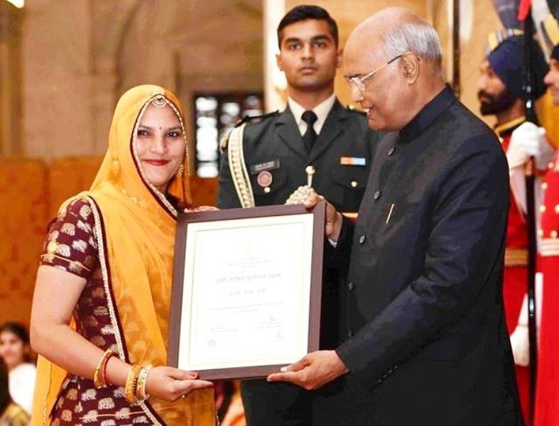 Ruma Devi Receiving Nari Shakti Puraskar