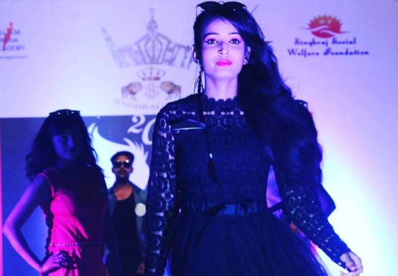 Sarika Bahroliya walking the ramp at an Event