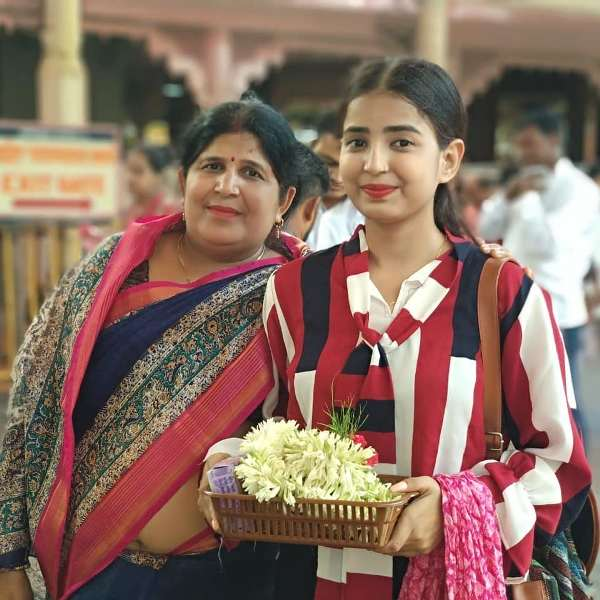 Sarika Bahroliya with her Mother