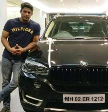 Siddharth Shukla with his car