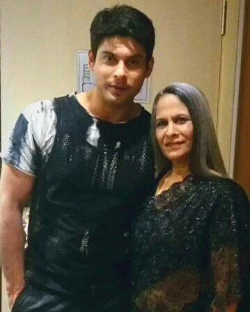 Siddharth Shukla with his mother