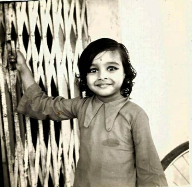 Suchitra Krishnamoorthi's Childhood Picture
