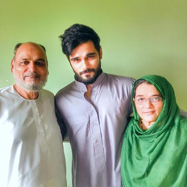 Yasser Desai with his parents