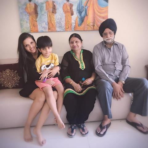 Dalljiet Kaur with her parents and son