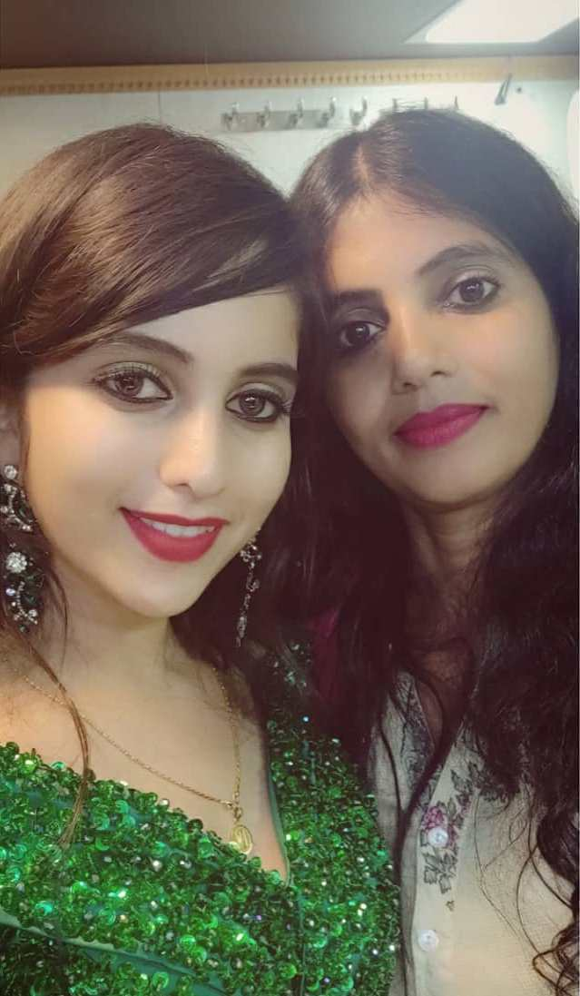 Niveditha Gowda with her mother