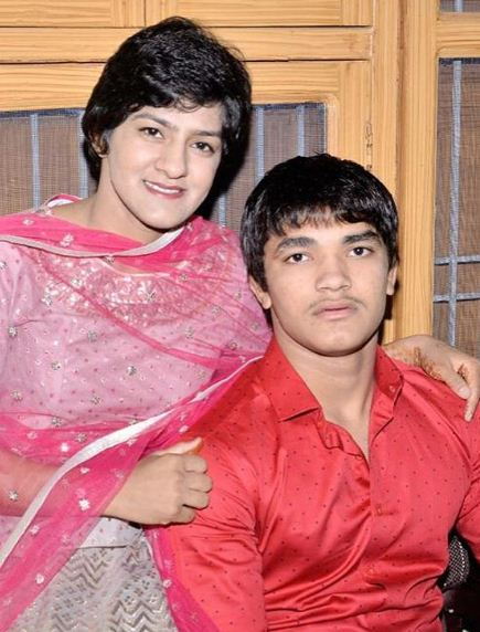 Ritu Phogat with her brother