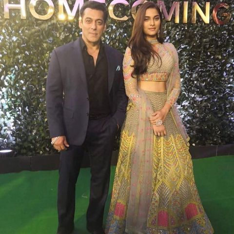 Saiee Manjrekar with Salman Khan at IIFA 2019