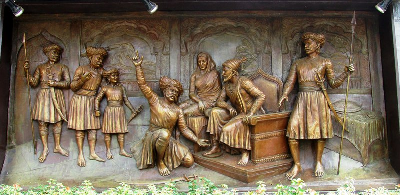 Sculpture Depicting Conversation Between Shivaji and Tanaji