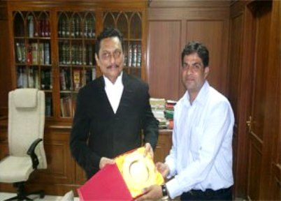 Sharad Arvind Bobde honoured with a memento on Golden Jubilee of the BAR Council of Udaipur