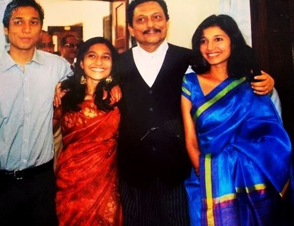 Sharad Arvind Bobde with his son Shrinivas Bobde and daughters Savitri and Rukmini Bobde