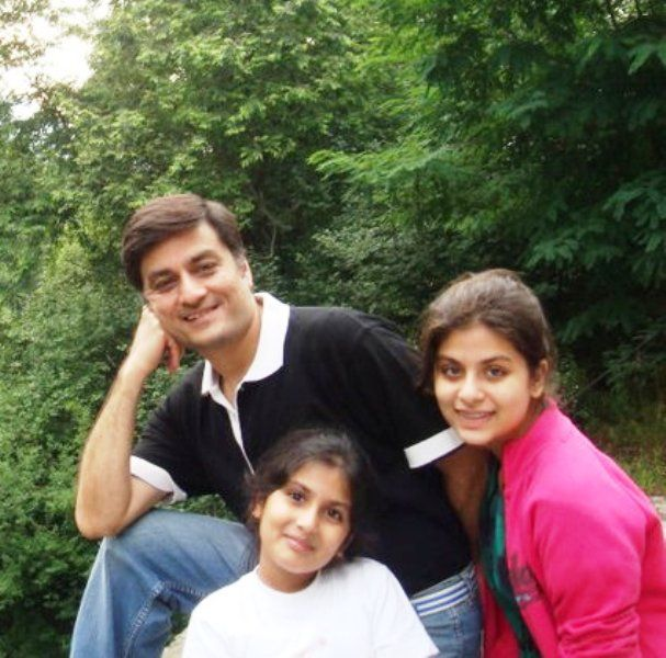 Shubhangi Mehrotra with Her Father and Sister