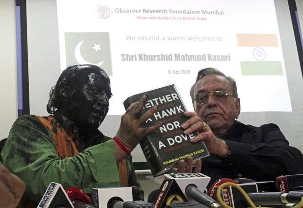 Sudheendra Kulkarni after his face was covered with ink