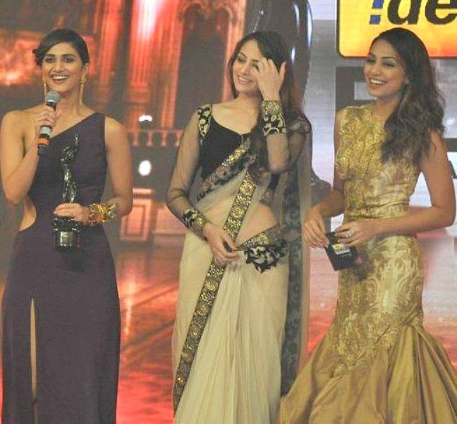 Vaani Kapoor Winning Award