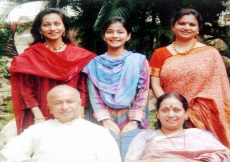 Shikhar Pahariya's Maternal Grandfather and Grandmother, his Mother and his Aunts