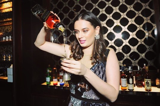 Evelyn Sharma drinks alcohol