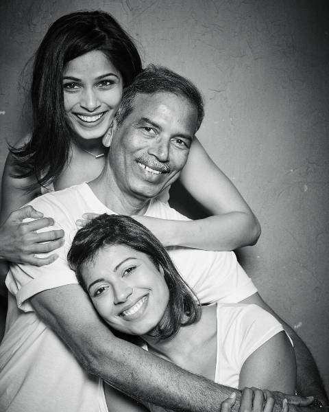 Freida Pinto with her father and sister