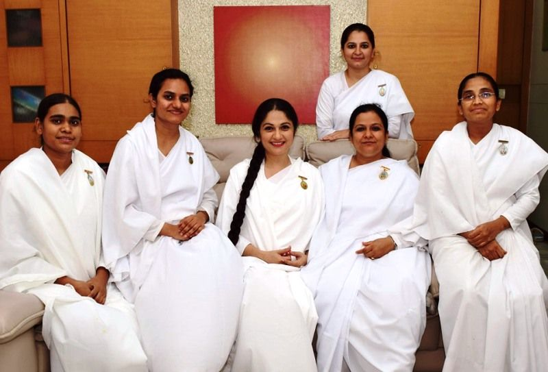 Gracy Singh with Other Brahmakumaris